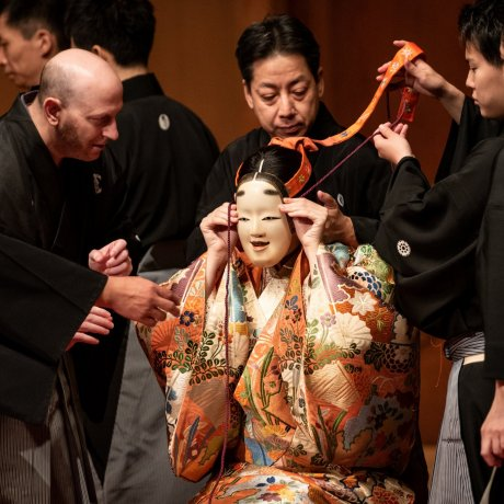 Noh Discovering Tradition
